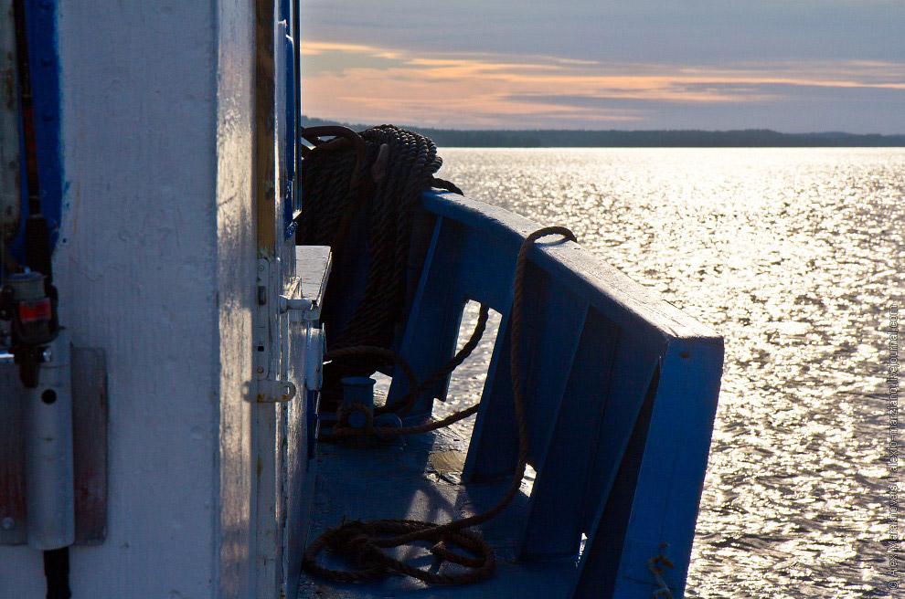 8. Первый час не отлипаешь от бортов— красивые островки, манящая синева чистого, ка