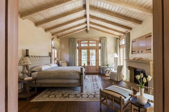 12. Спальня с деревянными мотивами