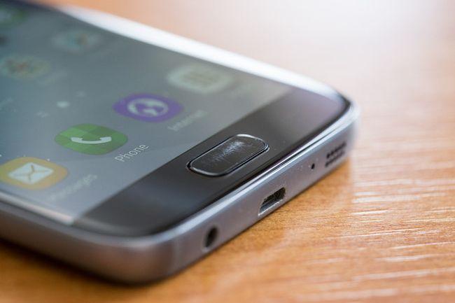 Сканер отпечатков пальцев в Samsung Galaxy S7 со временем покрывается царапинами