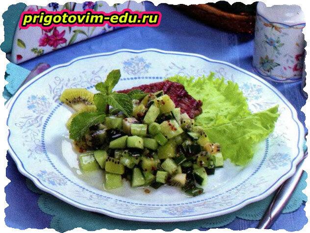 Салат с огурцом и киви