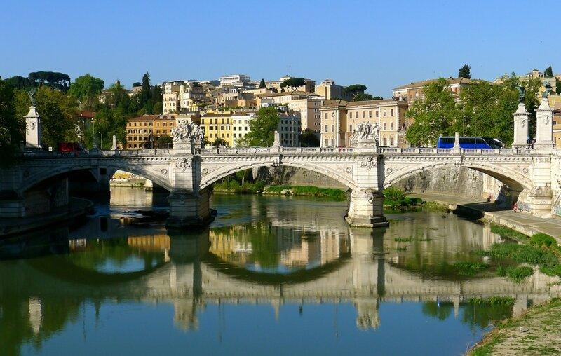 Вид на мост Vittorio Emanuele II