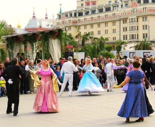 Танцы на Театральной площади