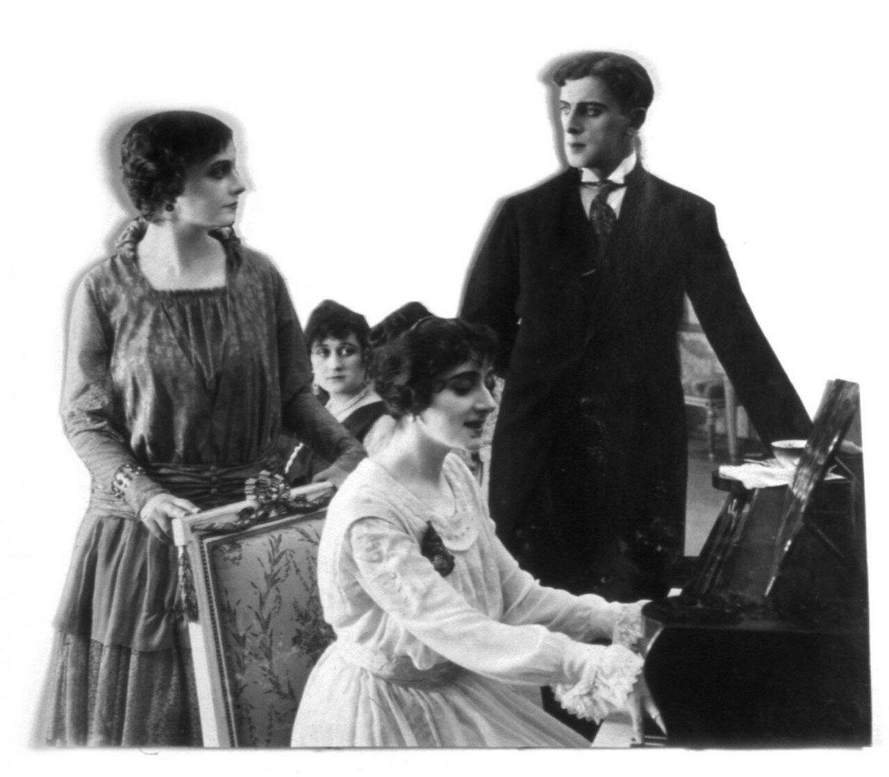 В 1930–1935 годах она – балетмейстер Румынской оперы и руководитель Бухарестской студии танца.