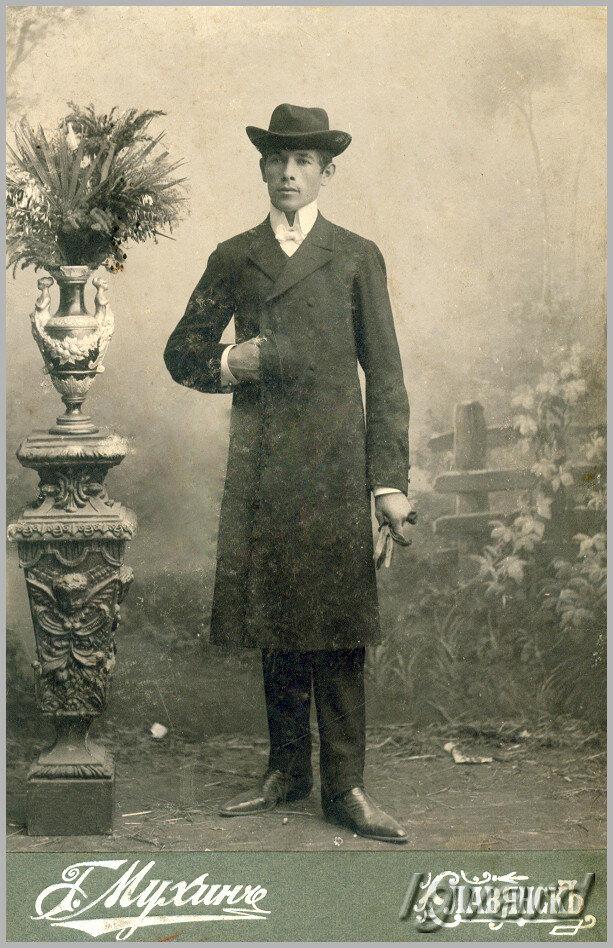 Петренко Антон Константинович. Родился на хуторе Торецком (Черевковка) в 1887 году. До 1934 года работал служащим на Содовом заводе. Расстрелян в 1937. 1907