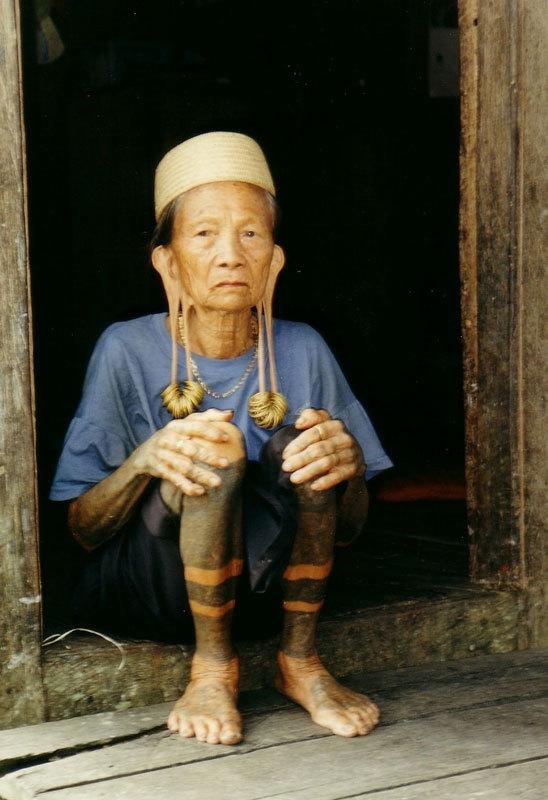 женщины на острове Борнео