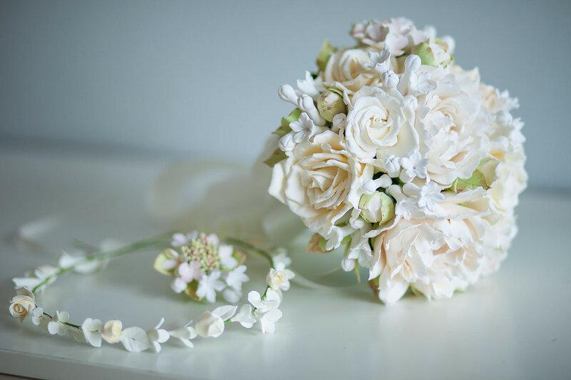 Свадебный букет с пионами и розами.