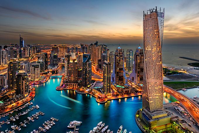 С мая по сентябрь в Дубае очень жарко. И это не