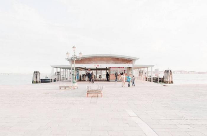 Некоторые историки связывают экономический и политический взлет Венеции с перенесением религиозного