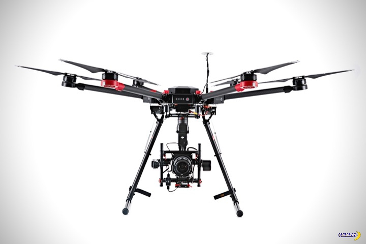 Роллс-Ройс среди дронов (3 фото)