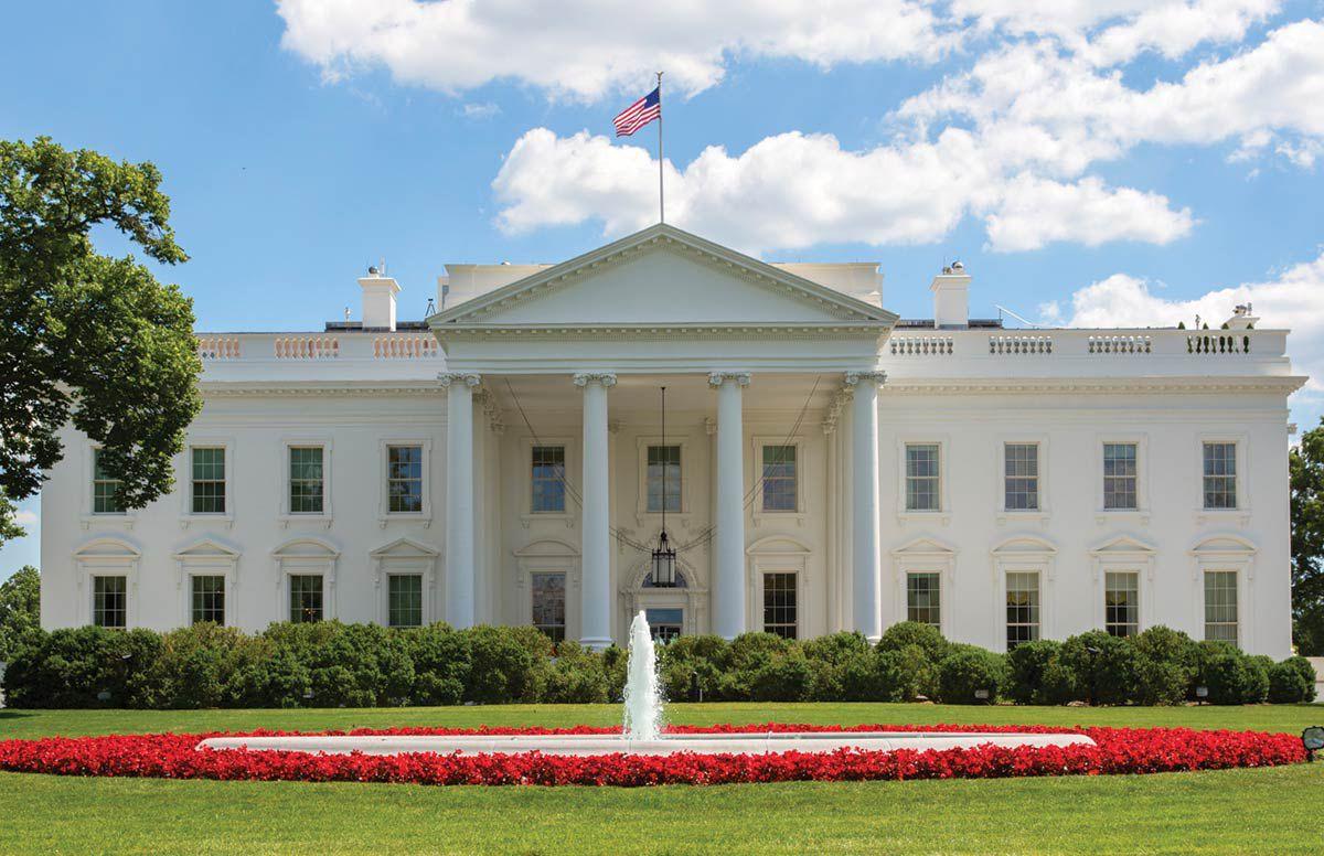 Вот так выглядит Белый дом на оригинальной фотографии. Ниже — предположения на тему, каким он станет