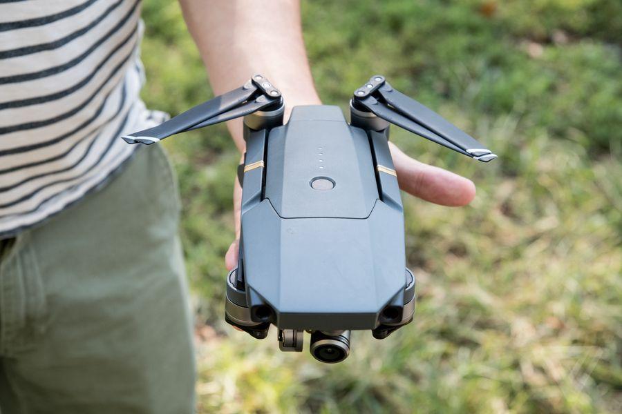 15. Дрон Dji Mavic Pro — самый маленький из общедоступных дронов, в сложенном виде может легко умест