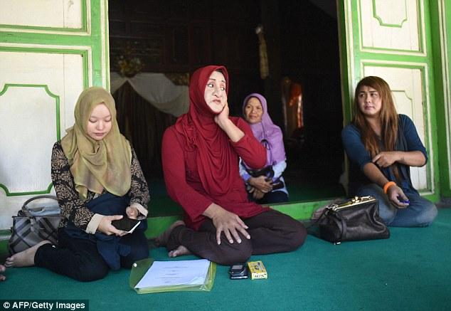 В последнее время от радикальных исламистов достается не только трансгендерам: они заставили закрыть