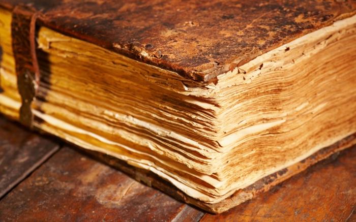 Считалось, что неискушенный человек, пролистав одну из таких «черных книг», лишался разума. Сумевший