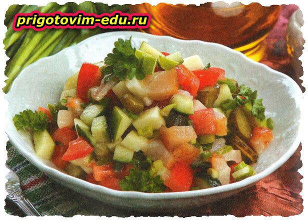 Салат с копченой треской и яблоками