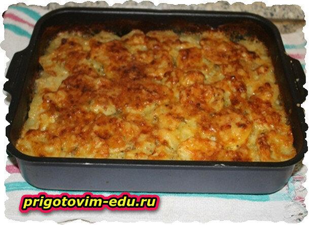 Картофельная запеканка с грибным соусом и зеленым луком