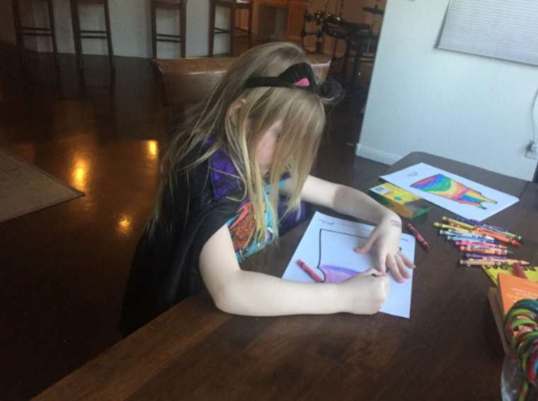 Turn the drawings of your children into beautiful colorful clothes