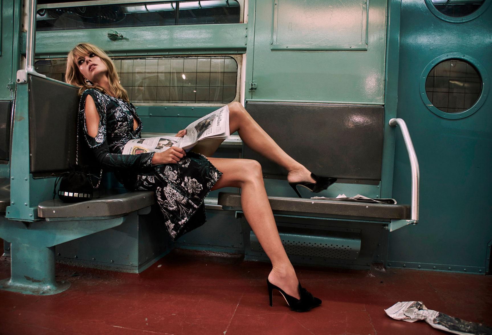 нью-йоркское метро с Джулией Стегнер / Julia Stegner by Chris Colls - The Edit october 2016