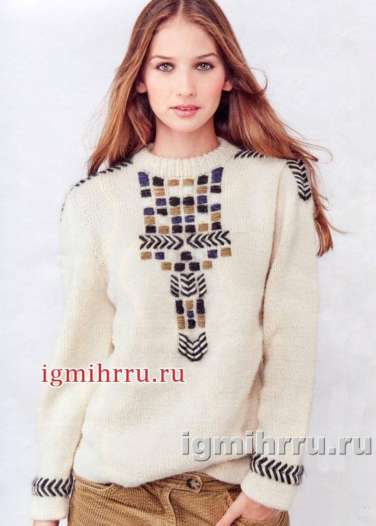 Светлый пуловер с жаккардовыми узорами и вышивкой. Вязание спицами