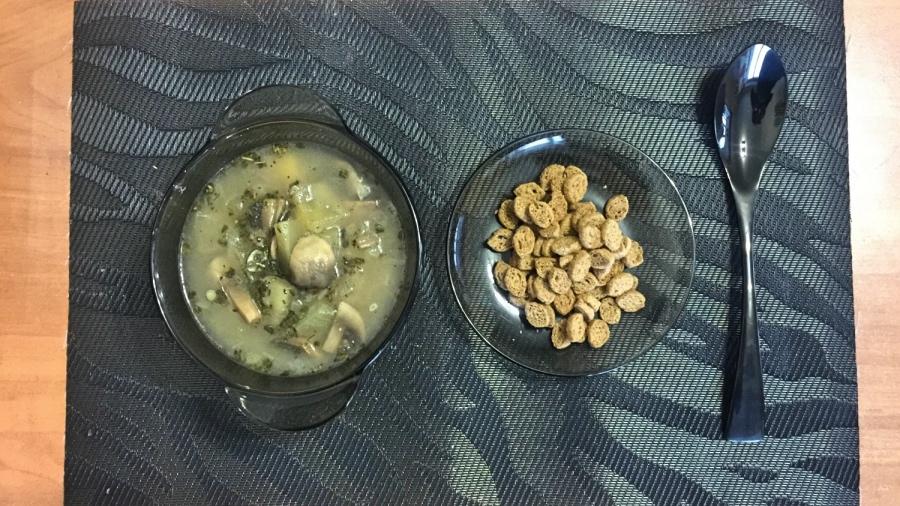 Грибной суп с сухариками
