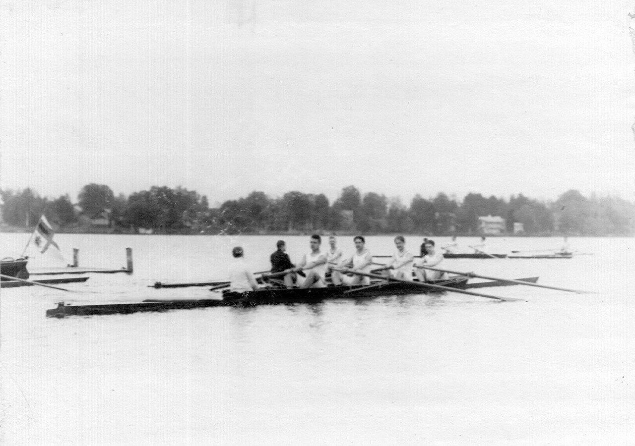 43. Лодка во время соревнований