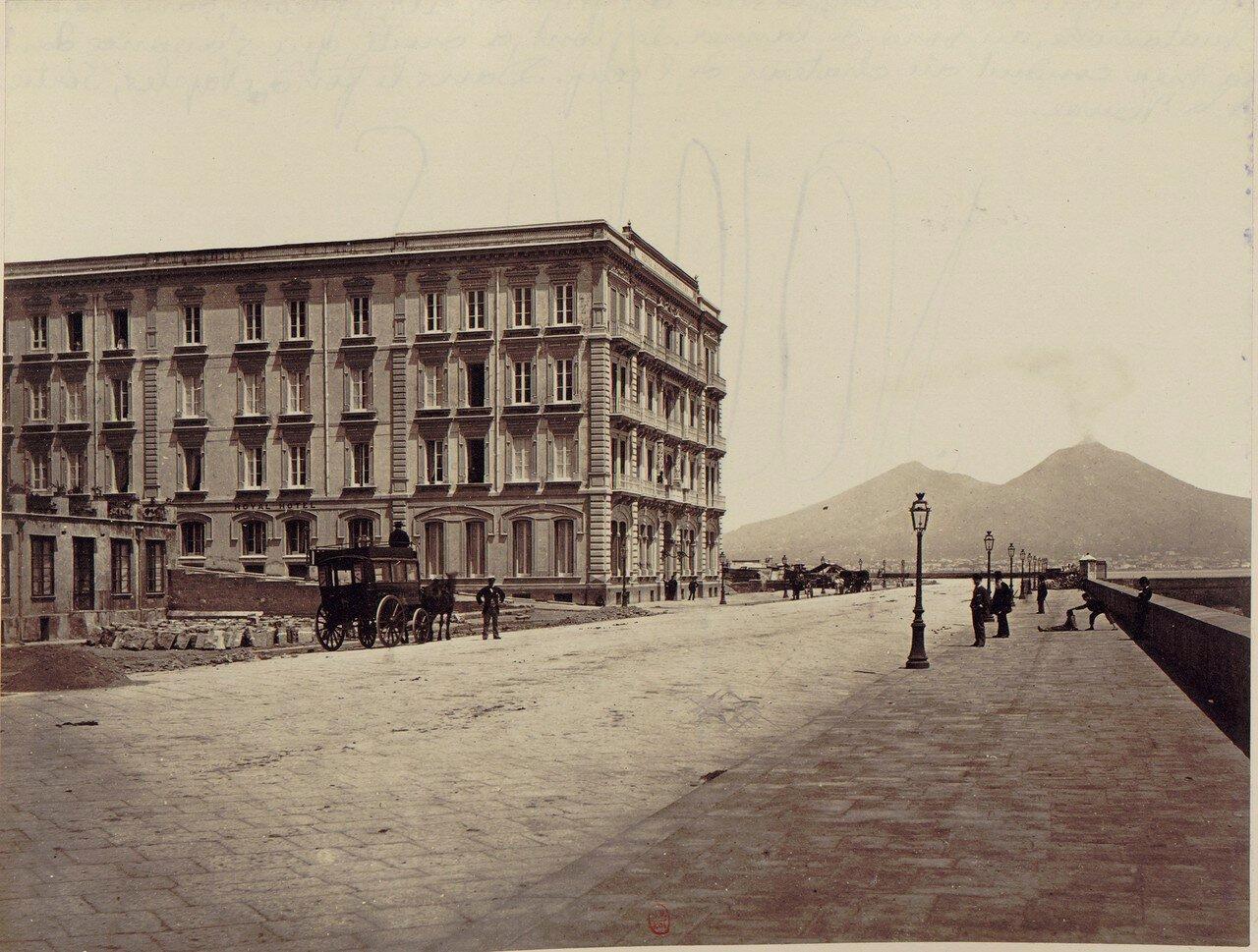 36. Отель, иностранцы и вид на Везувий