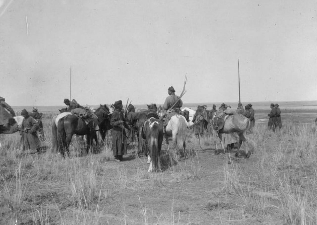 Калмыки покидают лагерь Маннергейма