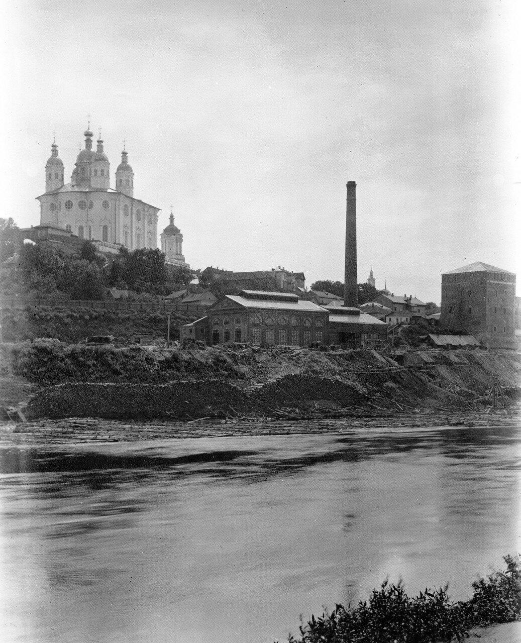 Электростанция и Успенский собор. 1901