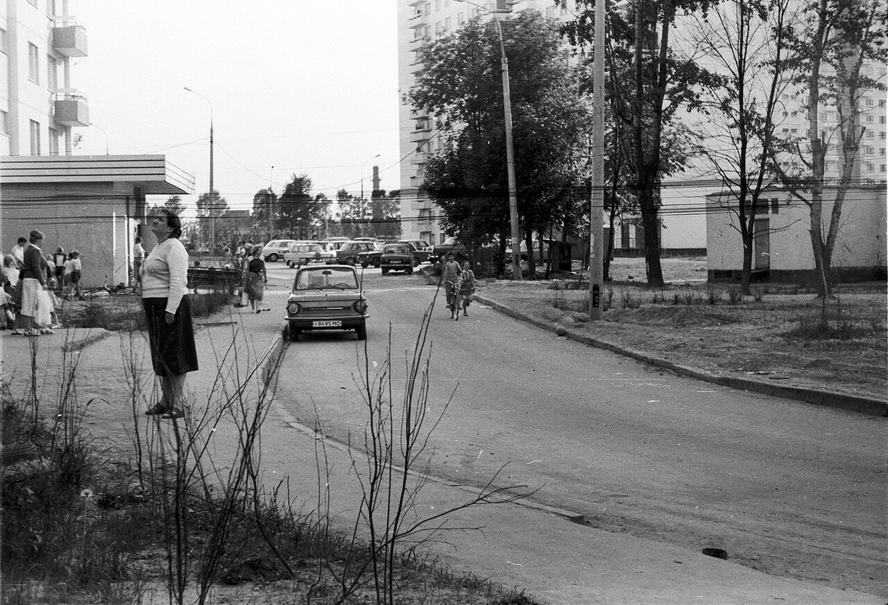 1988. Двор дома 8 по улице Авиаторов