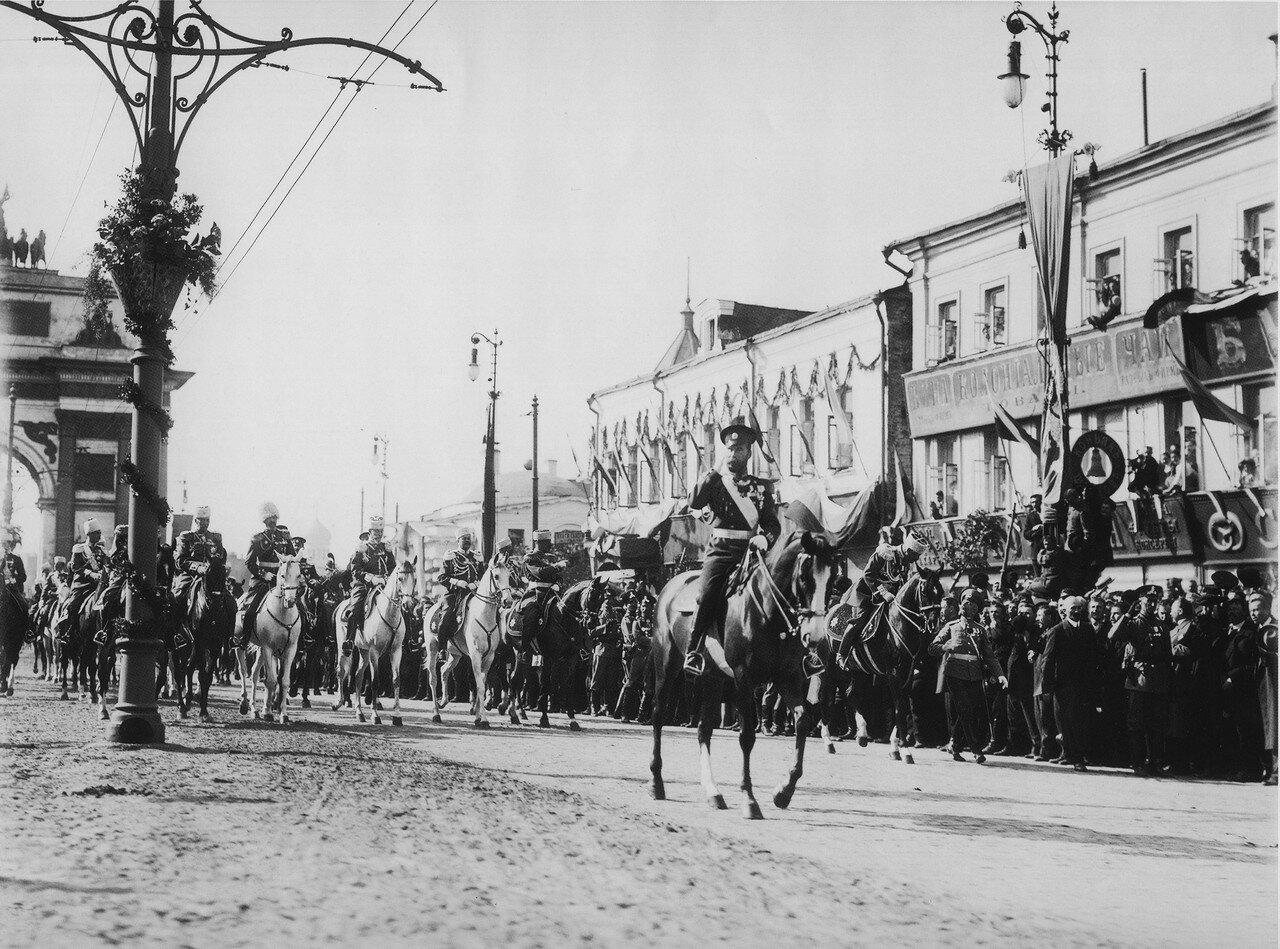 Император Николай II у Триумфальной арки. 1913