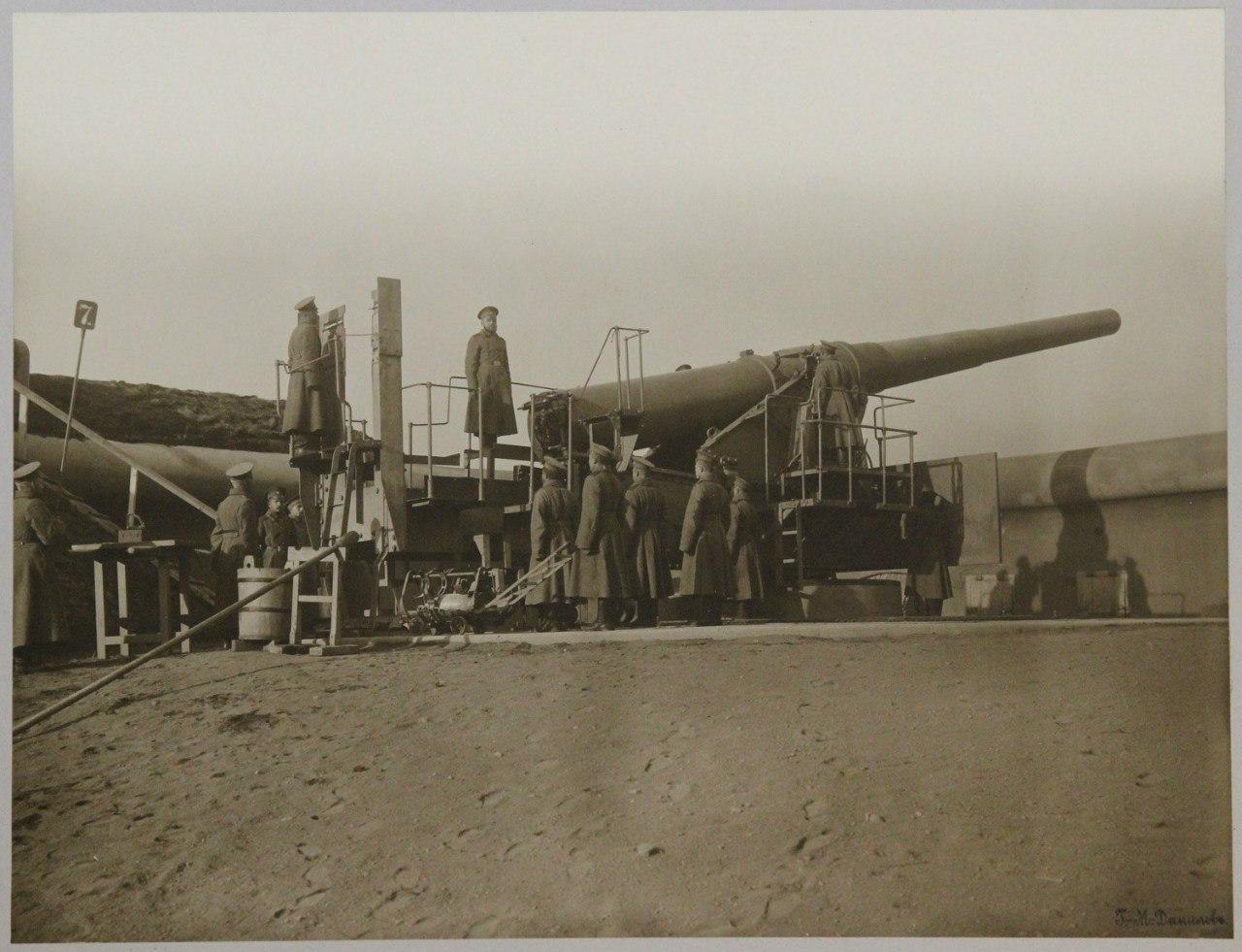 Одно из восьми 10-дюймовых орудий Бринка, входящих в батарею