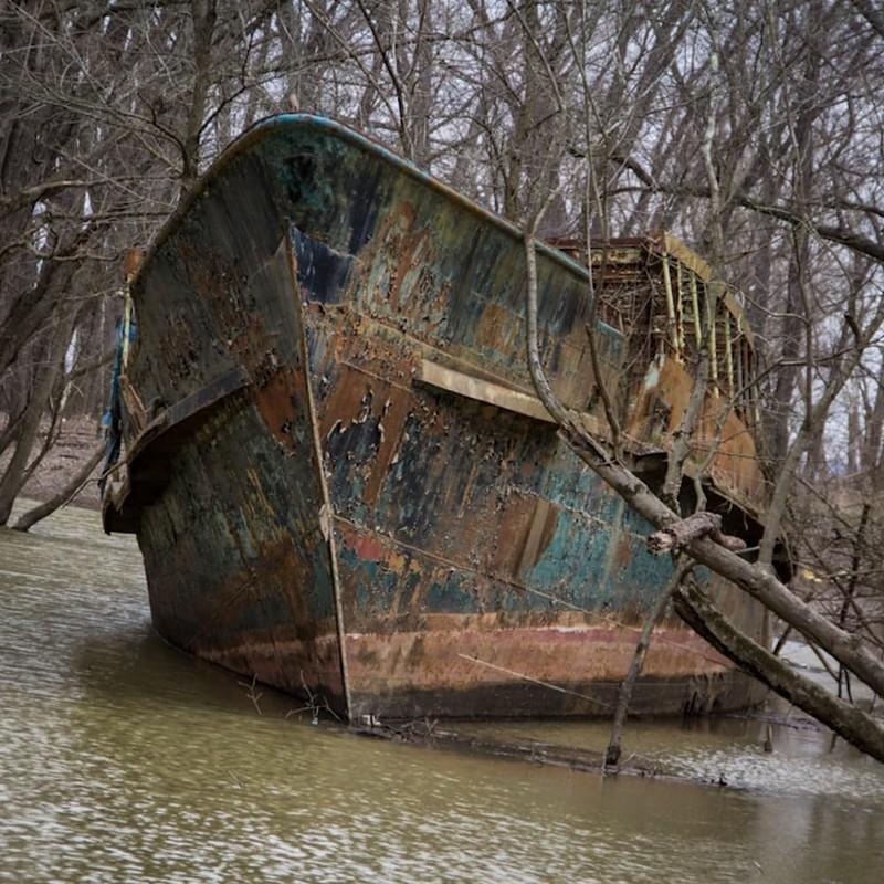 0 182c0d cc998930 orig - На мели: фото брошенных кораблей