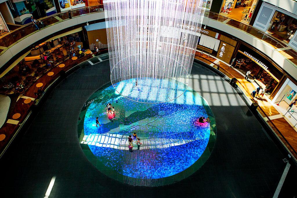 Сингапур. Световая инсталляция в Марина Бэй Сэндс с помощью системы teamlab.