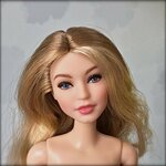 Gigi Hadid Barbie Doll 13 mar 2018.jpg