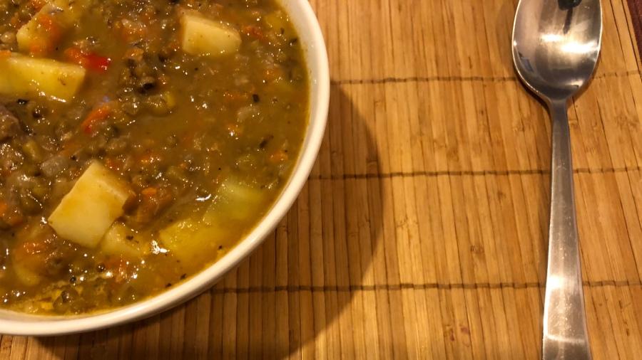 Мясной суп из зелёной фасоли маш.