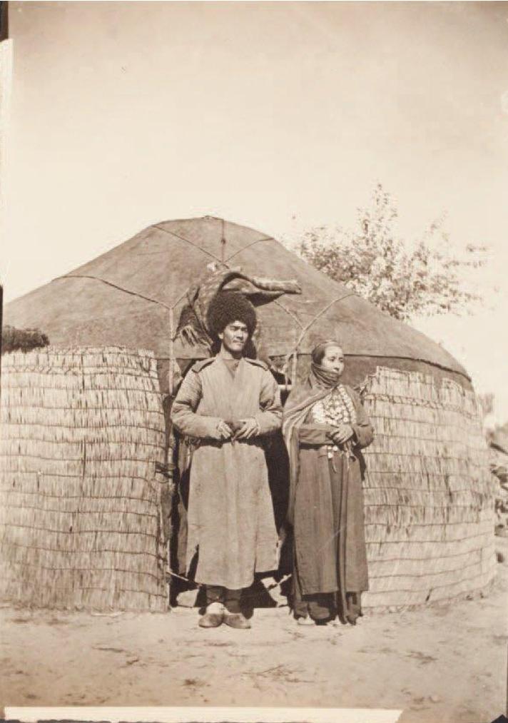Окрестности Самарканда. Киргиз перед юртой