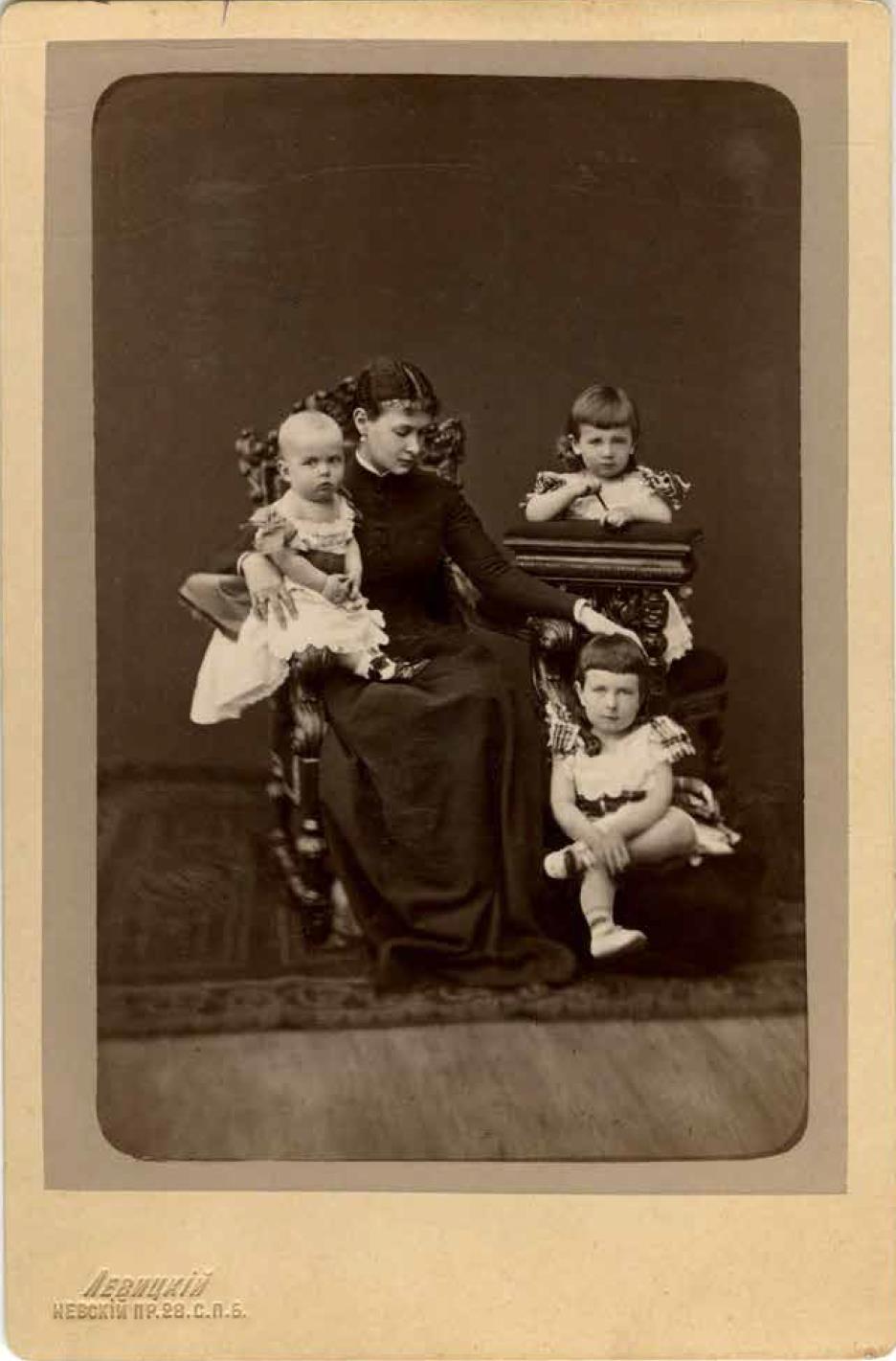 1880. Великая княгиня Мария Павловна с детьми, великими князьями Кириллом, Борисом и Андреем Владимировичами