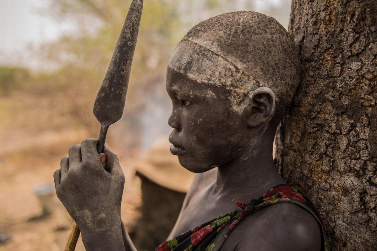 Племя Динка: они берут имена быков и моют головы коровьей мочой