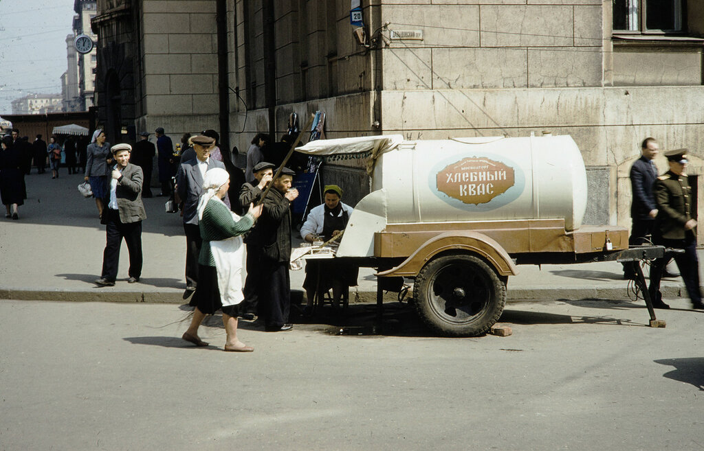 "Russia, soft drink vendor on Moscow street. A ""Kvass"" soft drink"