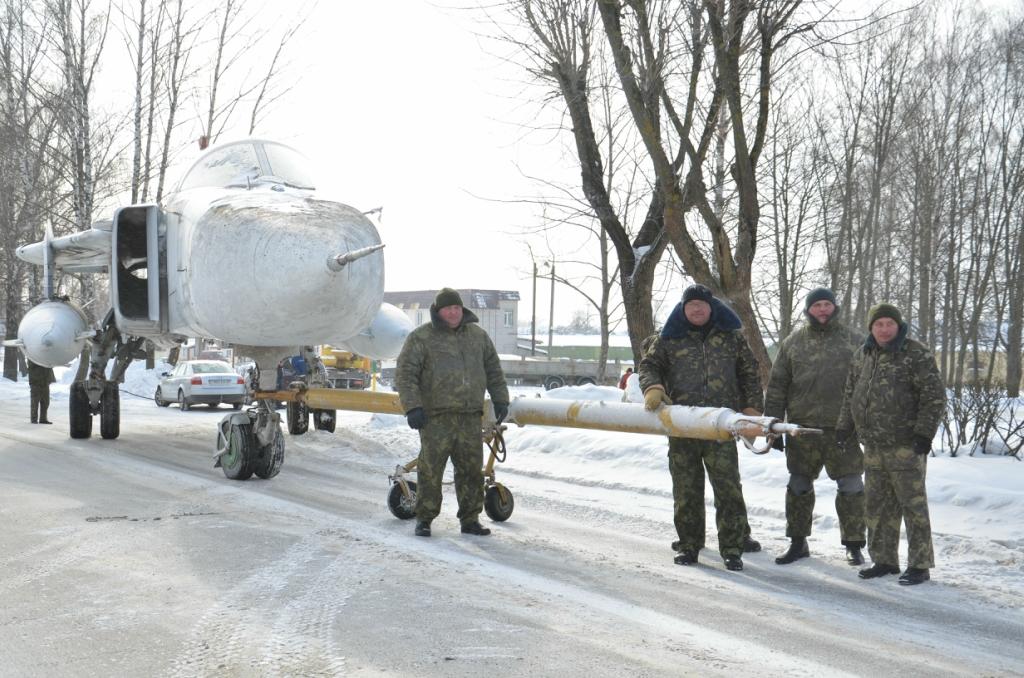 Фронтовой бомбардировщик Су-24М в Быхове