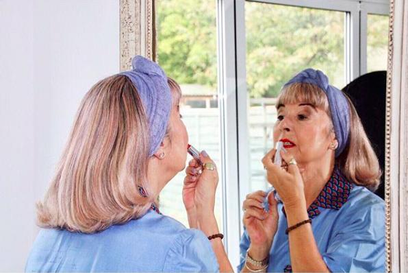 «Поцелуй мой возраст»: знакомимся с 68-летней звездой модного инстаграм-аккаунта на пенсии (2 фото)