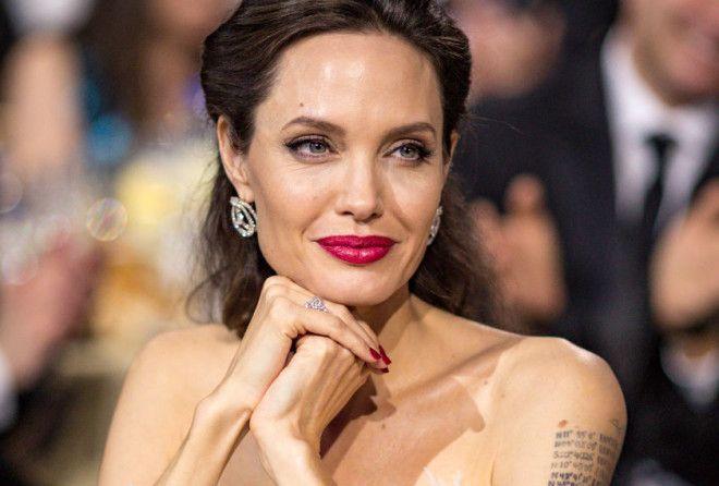 Не может быть: СМИ рассказали, с кем встречается Анджелина Джоли (3 фото)
