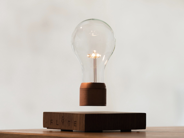 Magnetic Levitating Lamp (7 pics)