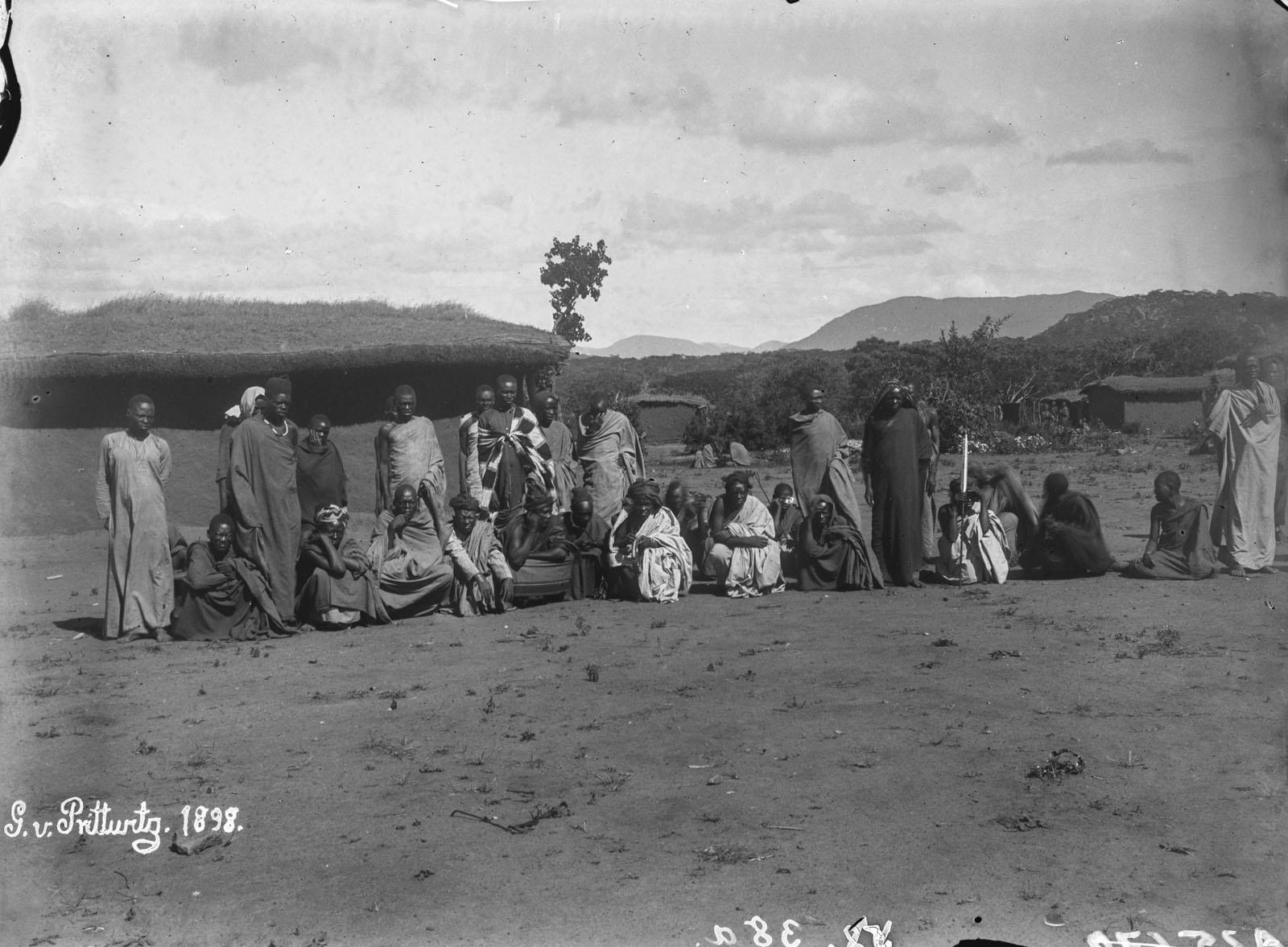 05. 1898. Портрет группы перед поселением Иринга