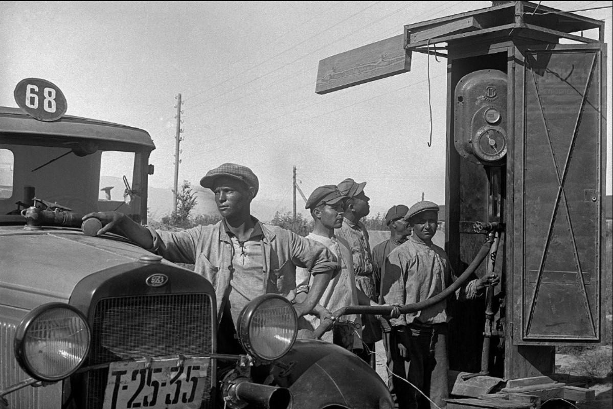 Ташкентская автозаправочная станция в 1930-е годы