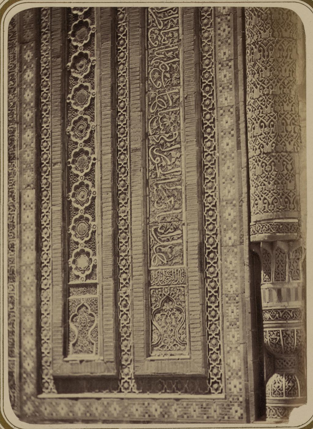 Мавзолей эмира Кутулука Турди Бека Ака. Надпись на правой стороне фасада (низ)
