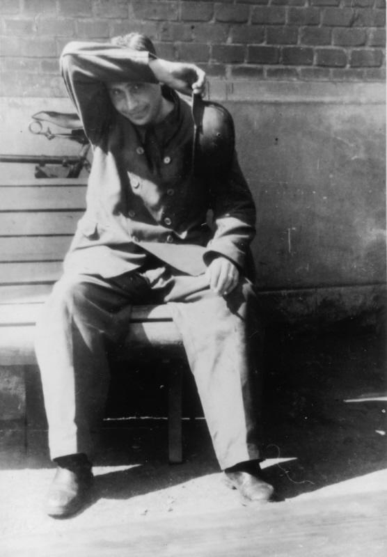 Добрая, тыловая, мирная...служба в концлагере уничтожения - Аушвиц. ( 70 фото ) RetrieveAsset (42).jpg