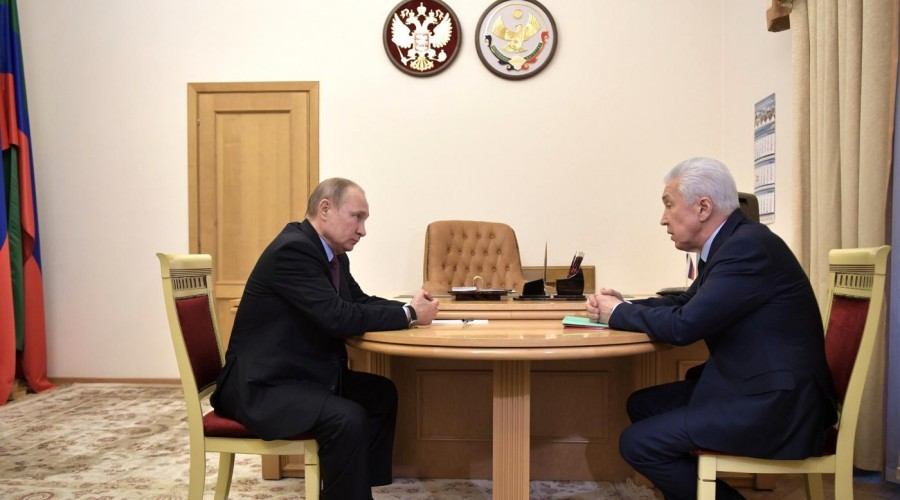 Президент России провел рабочую встречу с врио главы Дагестана