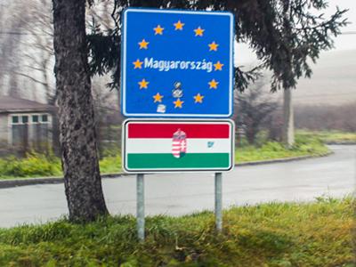 Граница Словакии и Венгрии - условная, новая страна начинается после вот такого знака