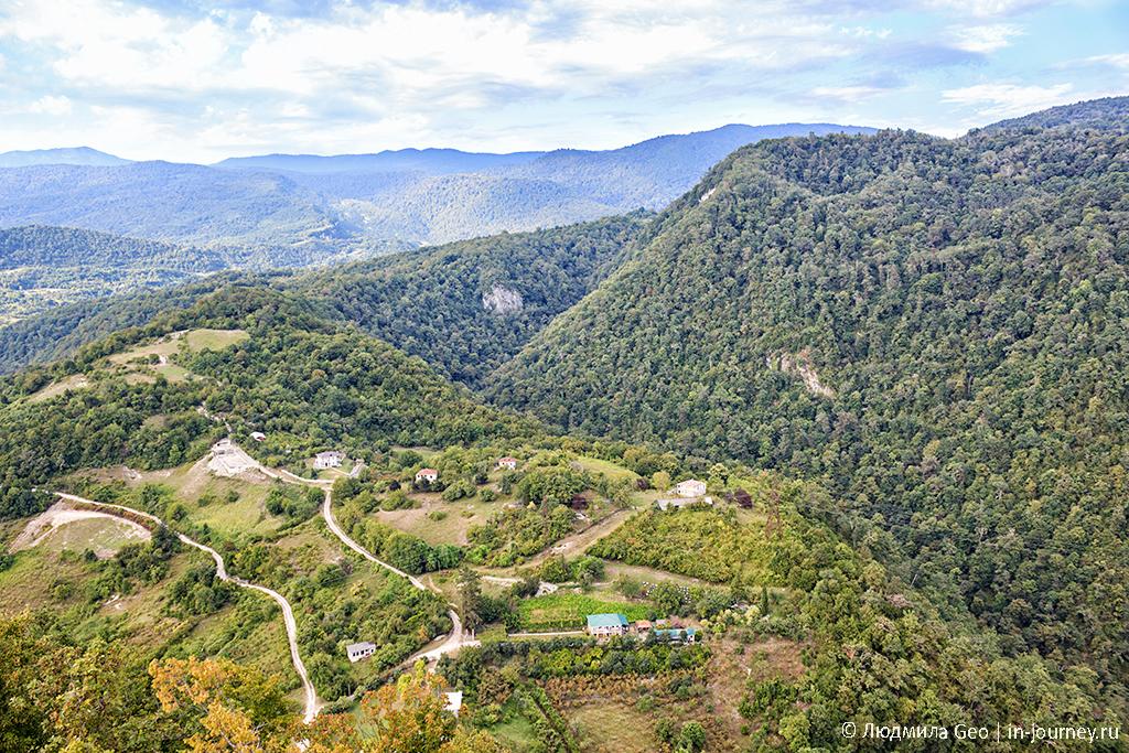 вид на Абхазию с Иверской горы в Новом Афоне