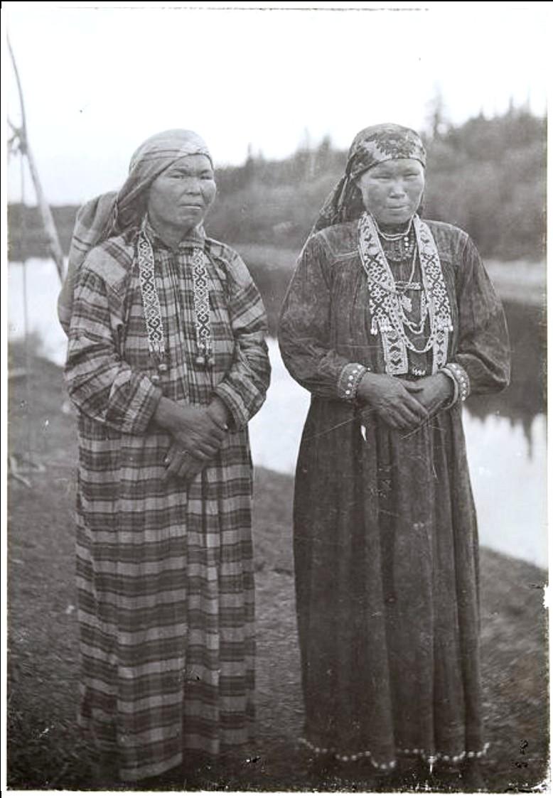 Слева направо: Матрёна Тургеева, Устина Сургутина. Васюган